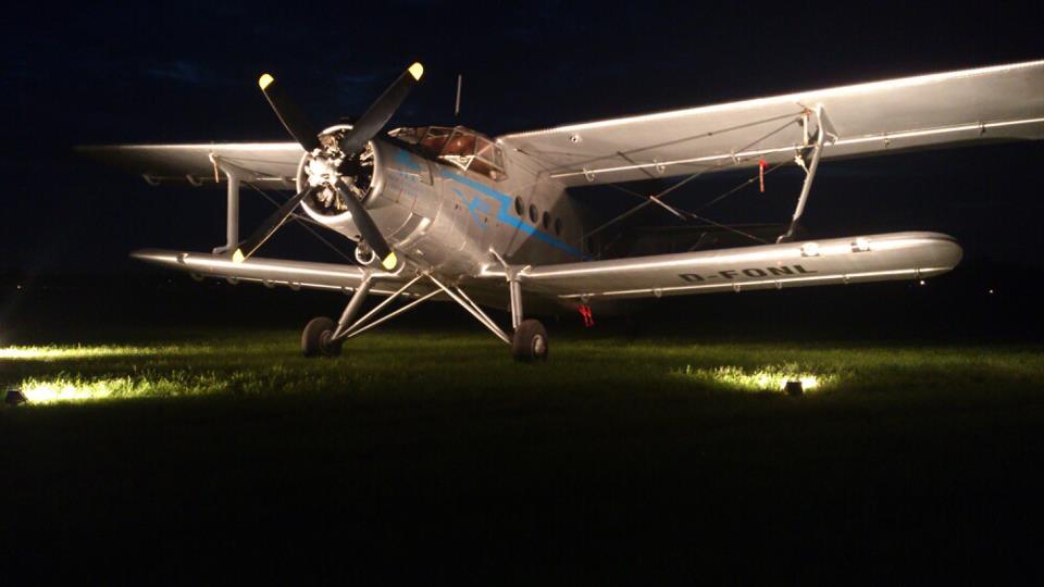 By night op tijdelijke vliegveld van Hans Nordsiek